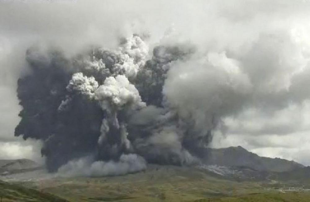Yaponiyanın cənub-qərbində yerləşən Aso vulkanı püskürüb